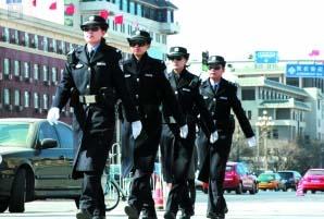 首批女警花巡逻长安街