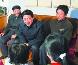 """刘伟平:""""小康""""路上相挽同行"""