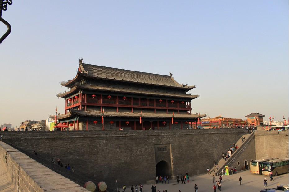 登西安古城墙 领略历史风韵;