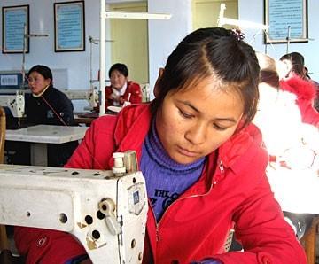 挖断穷根:甘肃移民扶贫加快贫困群众致富步伐