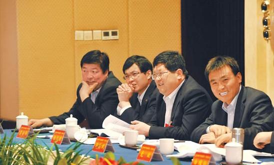 平凉代表团代表讨论省第十二次党代会报告和省纪委工作报告(图)