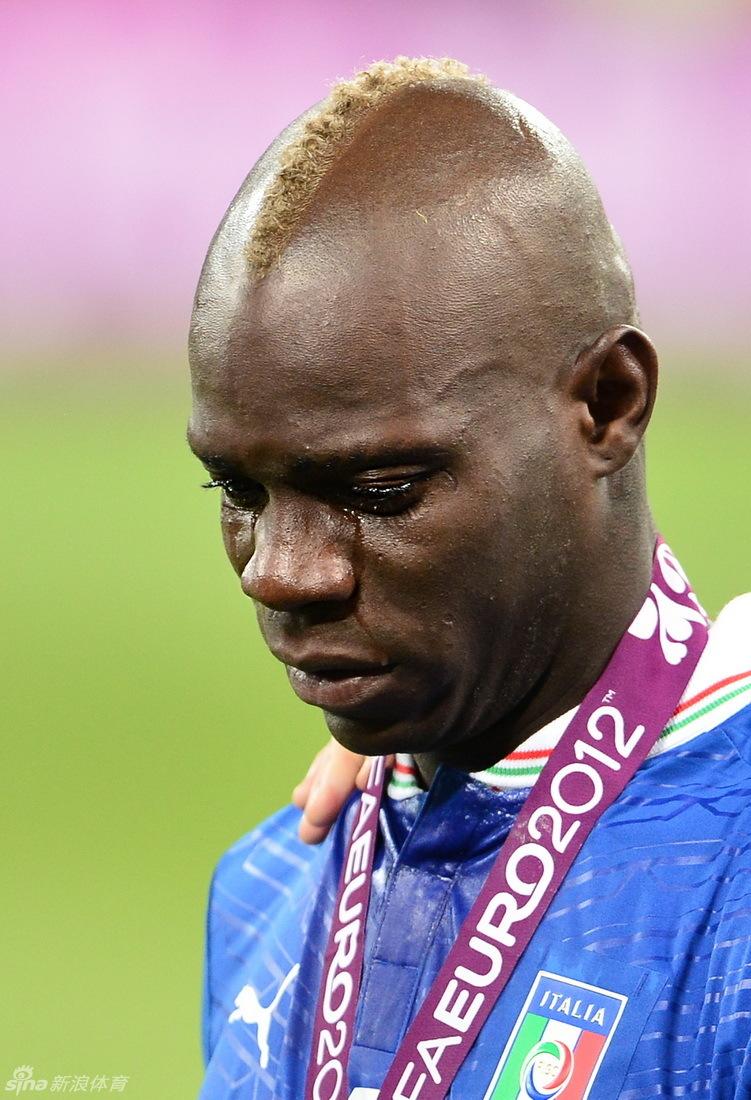 男人哭吧不是罪 巴神流下伤心的泪水 组图