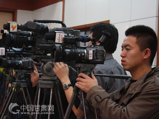 媒体记者在发布会现场