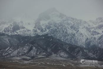 乌鞘岭雪山如素描/组图