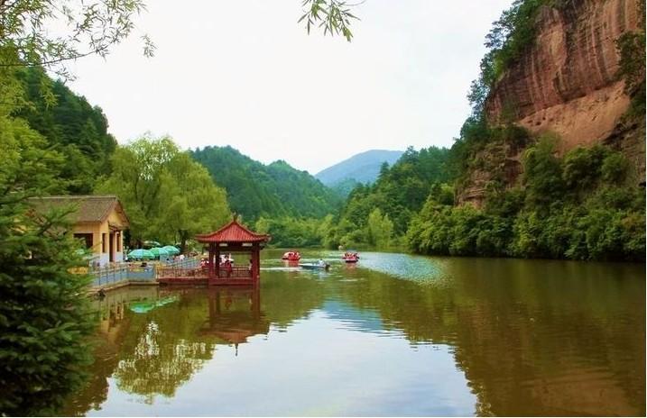 天水仙人崖风景区自然风光秀丽(组图)