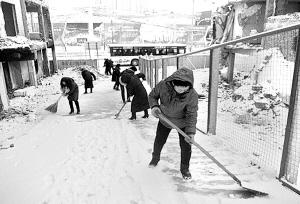 金城大街小巷扫雪忙 城关区5000余干部职工上街扫雪 组图图片