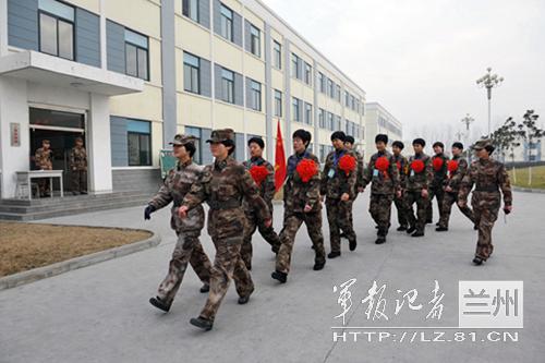 90后大学生女兵的军营生活/图