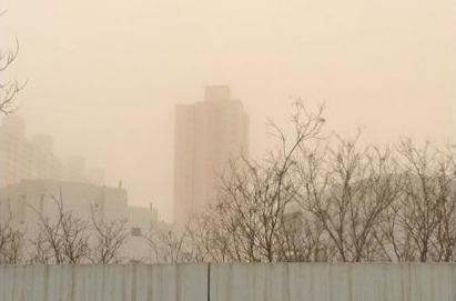 甘肃金城兰州艳阳天突遭沙尘洗礼/组图