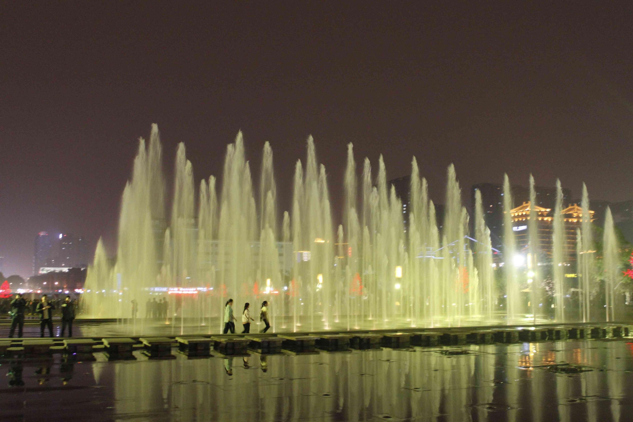 大雁塔喷泉开放时间_西安大雁塔北广场