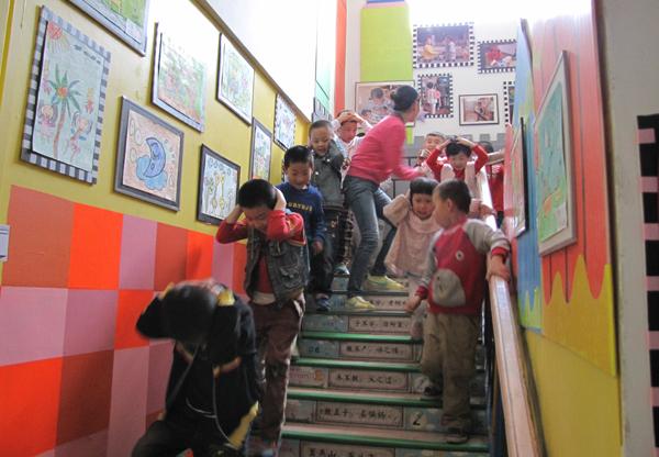 兰州交大幼儿园开展地震应急疏散演练活动