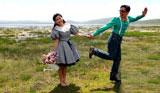 甘肃藏区原生态尕海湿地吸引异地新人拍结婚照