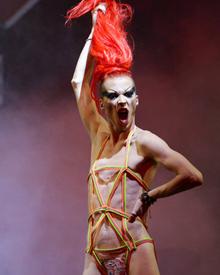 意大利男扮女装大赛 造型大胆惊爆眼球