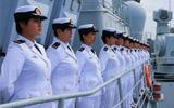 海军女水兵亮相