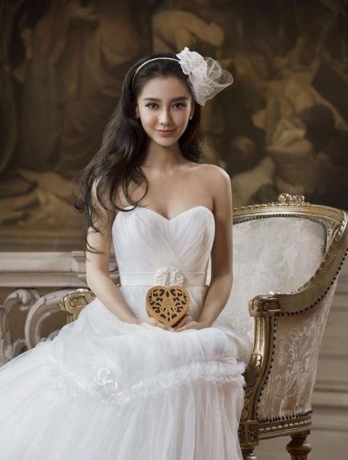 angelababy穿婚纱提前当新娘 憧憬简单温馨婚礼(图)