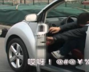 """新华汽车原创MV:搭车""""艳遇"""""""