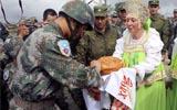 中俄联演:俄军欢迎远道而来的中国朋友