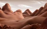 创意摄影师将裸模变成风景画