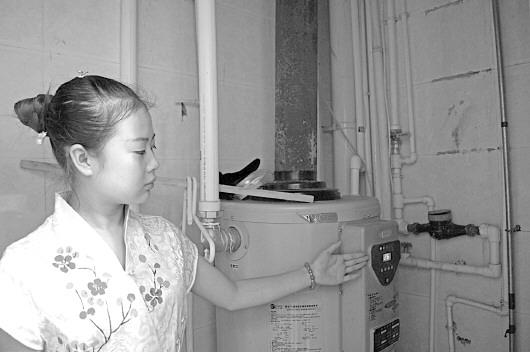 据平凉日报报道(记者 姜慧仁)8月7日,崆峒区南环路中段风景嘉苑小区3
