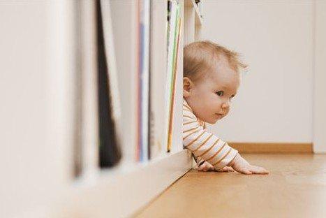 幼儿学习爬的图片
