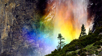 亲见大自然的视觉奇观:像火一样的瀑布