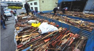 甘肃集中销毁非法枪爆物品