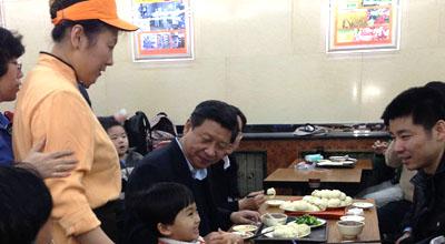 探访庆丰包子铺:顾客排到400多号 7旬老翁改口味(图)