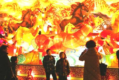 兰州:当中国元宵节遇上西方情人节(图)
