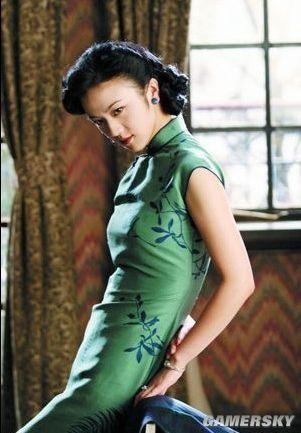 汤唯/穿旗袍演女主角的女星不少,但是像汤唯这样能靠一身旗袍造型...