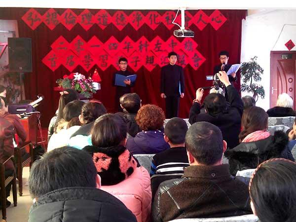 秦皇岛市民族学校保康籍学生在分享学习弟子规心得体