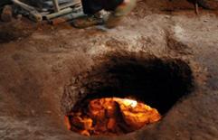 重庆:山上田地里划根火柴能点燃 巴南区发现神秘气体