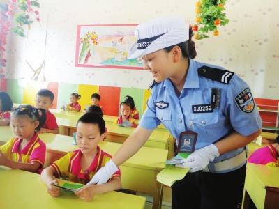 七里河交警入校园宣讲交通安全常识