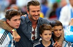 贝克汉姆携三子亮相世界杯决赛现场