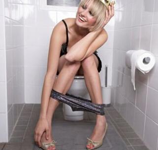 女性尿频尿急是怎么回事