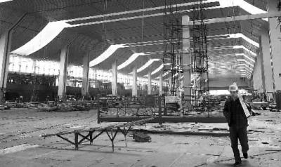 兰州西客站北广场及地下项目中区主体结构封顶