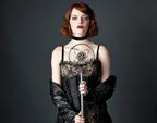 艾玛·斯通首演百老汇音乐剧 蕾丝吊袜挑战性感