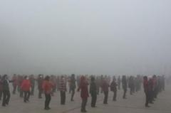 """兰州榆中县大雾笼罩如""""海市蜃楼"""""""
