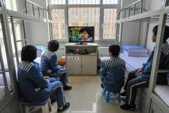 """镜头记录女子监狱的""""新生活"""""""