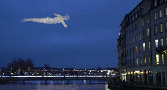 """法国一艺术家创造""""透明人""""翱翔天际"""
