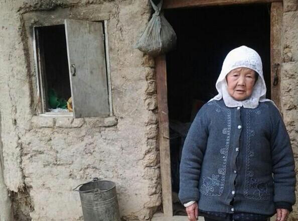 甘肃康乐县如此贫困的一家人