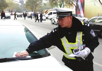 兰州交警集中整治乱停车现象