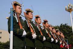 国旗护卫队顶板砖训练