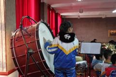 甘肃会宁山区孩子自购乐器苦练习 梦想登台维也纳