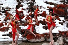 中外模特红石滩和温泉秀风姿