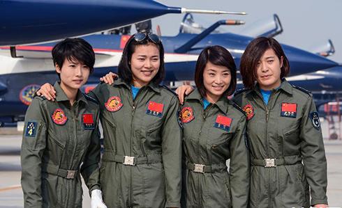 中国首批歼击机女飞行员将驾歼-10海外首秀