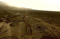 """吐鲁番火焰山现200多个神秘""""怪石圈"""""""