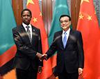 李克强会见赞比亚总统伦古