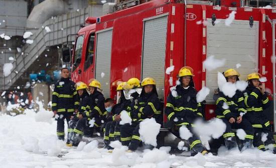 【图片新闻】福建古雷石化大火:致敬消防勇士我要评论