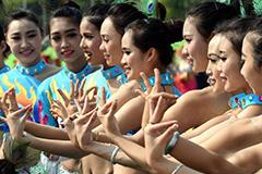 西双版纳举办首届象脚鼓舞及民族文化大展演