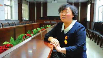 记全国劳动模范、甘肃省邮政公司兰州分公司工人姬懿芳