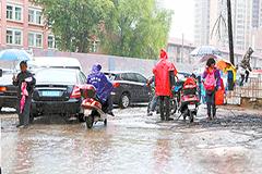 20日 兰州大部地方出现小阵雨或小雨/图